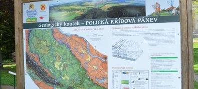 """Z Police nad Metují po kuestách na slavné """"slavenské kamenné hřiby"""""""